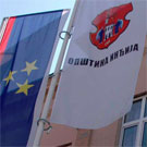Flags in front of municipal hall in In�ija